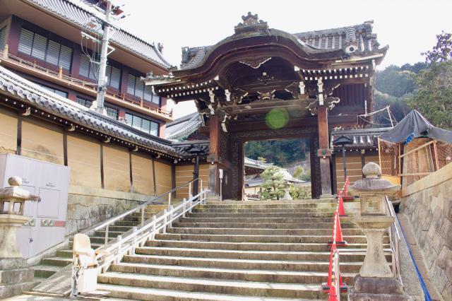 佛光寺本廟の山門