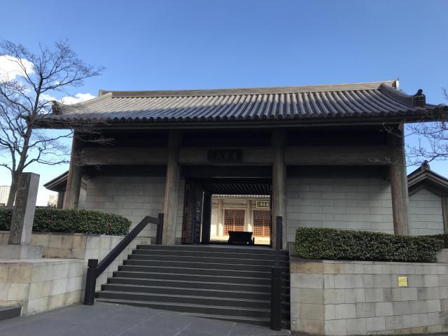 東京都東長寺の山門