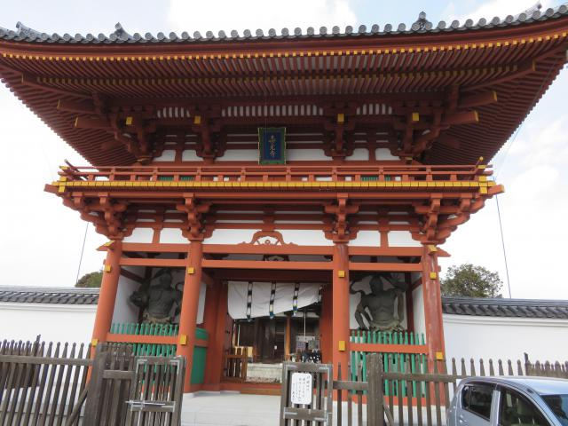 奈良県喜光寺の山門