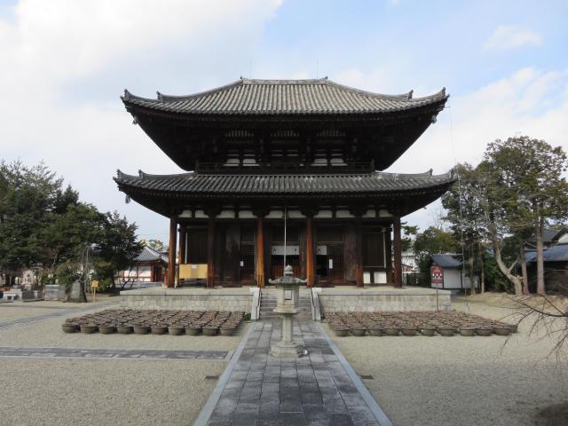 奈良県喜光寺の本殿