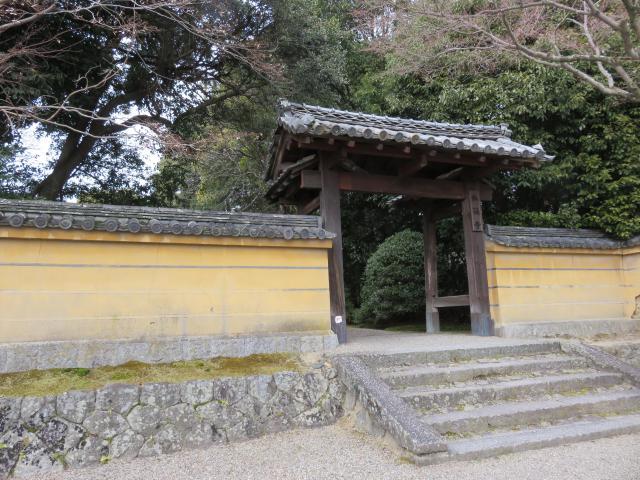 秋篠寺の山門