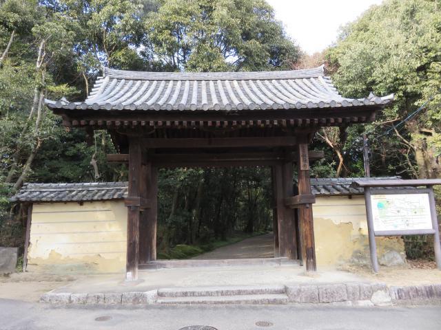 奈良県秋篠寺の山門