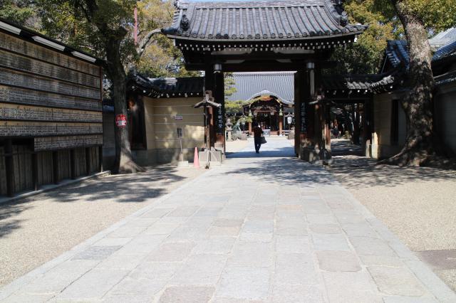 杭全神社の山門