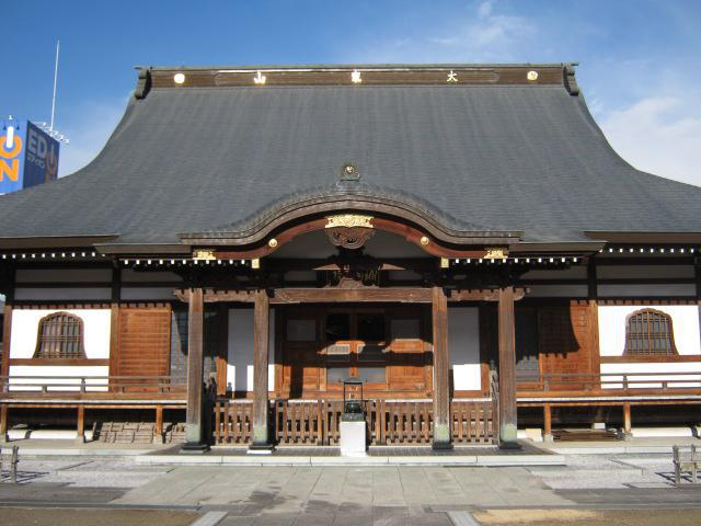 源蔵寺の本殿