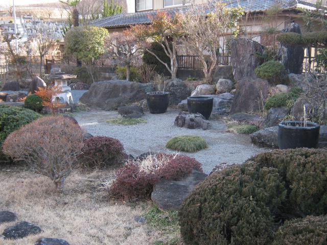 源蔵寺の庭園