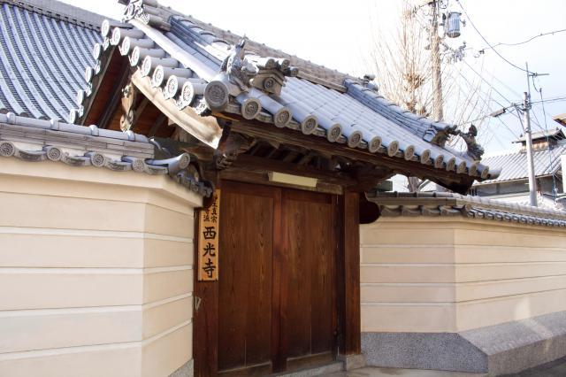 大阪府西光寺の山門