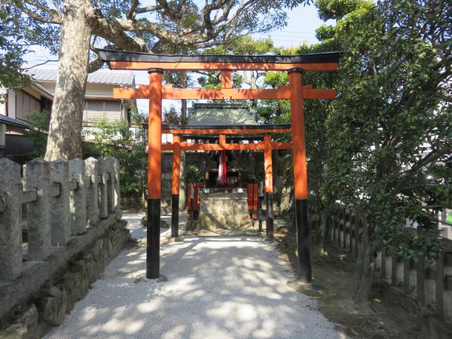 鹿苑寺(金閣寺)の近くの神社お寺|金攫八幡宮