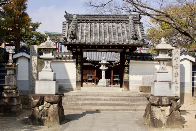 大阪府大聖勝軍寺の山門