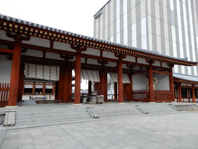 薬師寺の山門