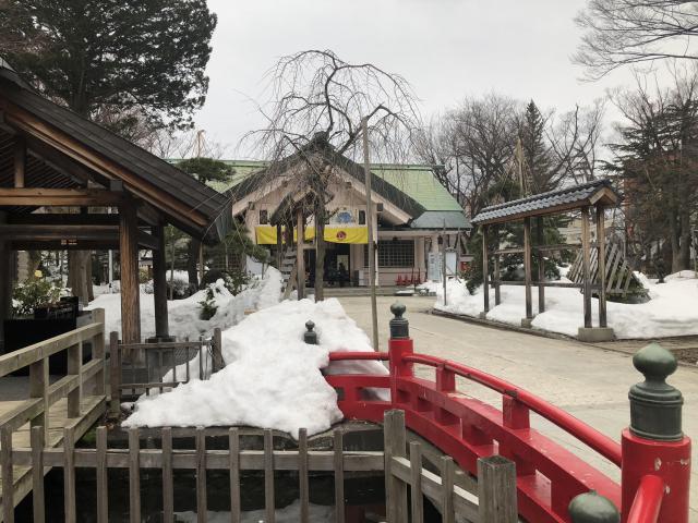 青森県善知鳥神社の本殿