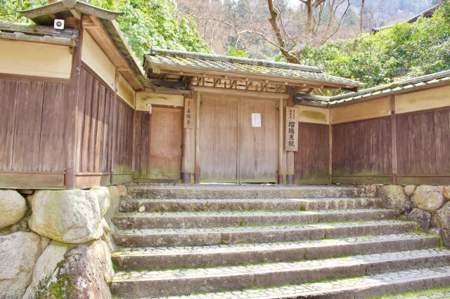 京都府光明寺瑠璃光院の山門