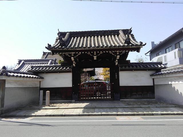 銀山寺の山門