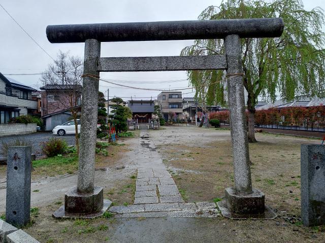 近森稲荷神社の鳥居