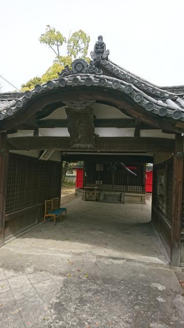 植槻八幡神社の山門