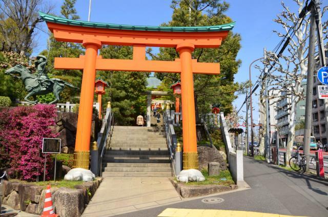 東京都穴八幡宮の鳥居