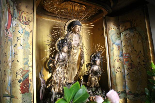 奈良県東大寺指図堂の仏像