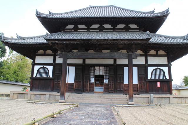 奈良県戒壇堂の本殿