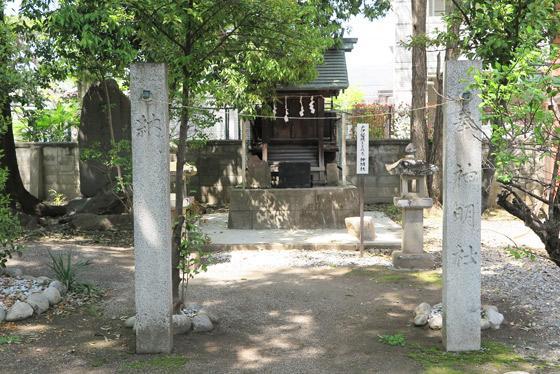 穴切大神社の末社