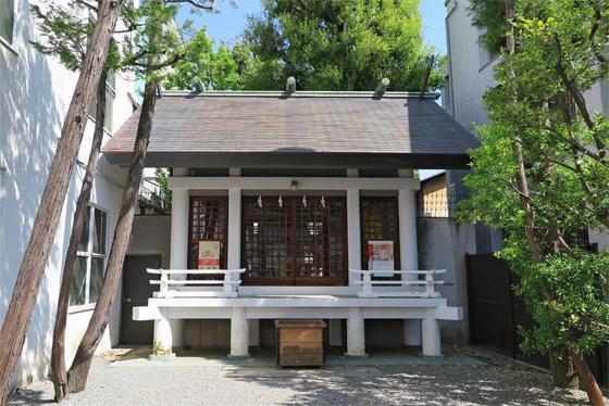 山梨県神明社の本殿