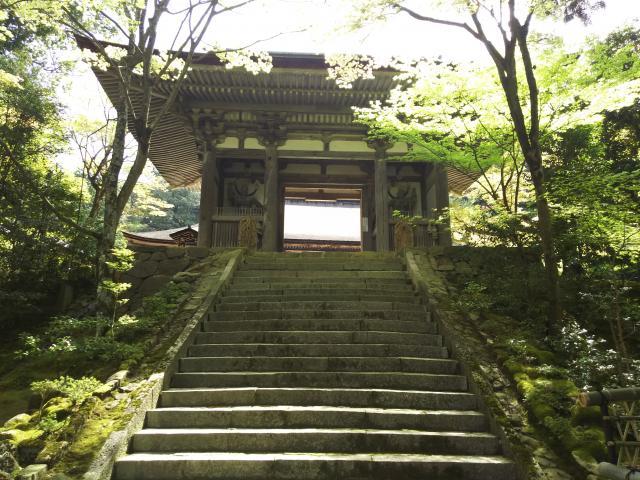 滋賀県西明寺の山門