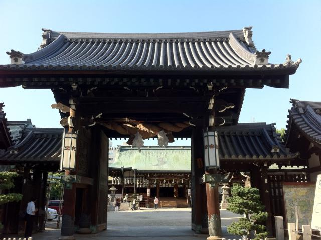 大阪府枚岡神社の山門
