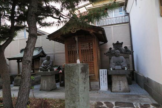 甲斐奈神社の像