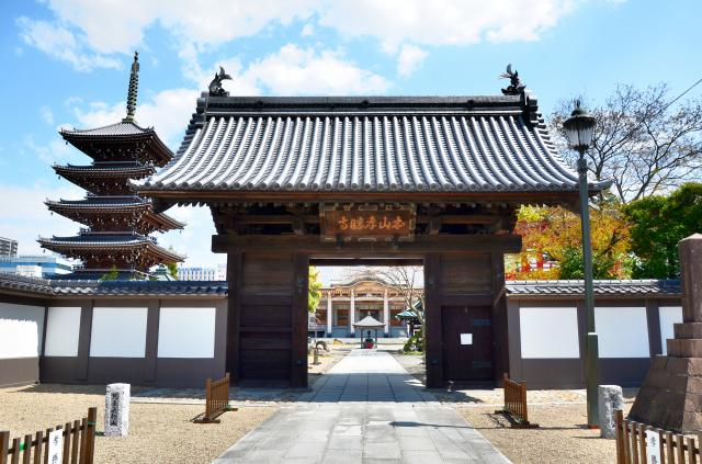 孝勝寺の山門