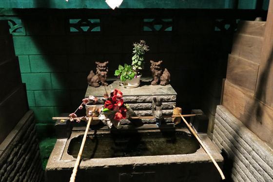 東京都西新井天満宮の手水
