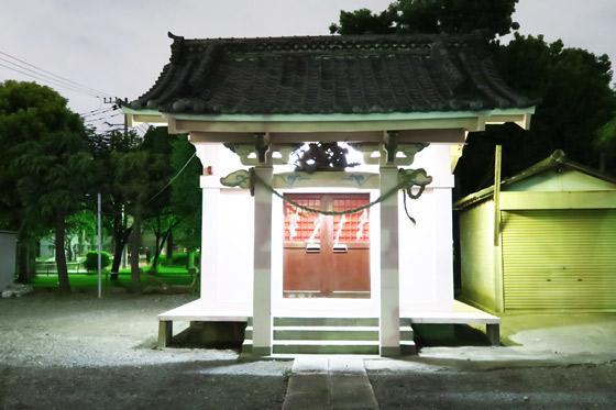 西新井諏訪神社の本殿