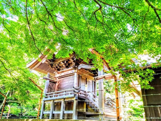 知里付神社の本殿