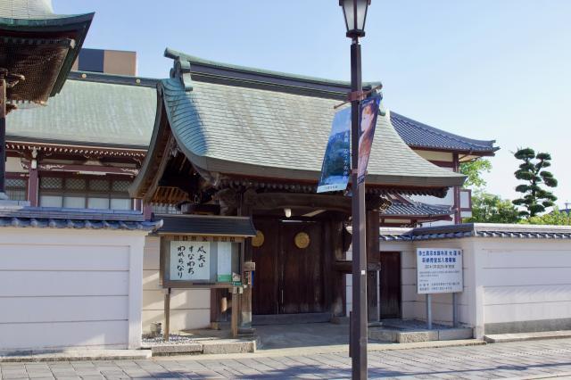 光蓮寺の山門