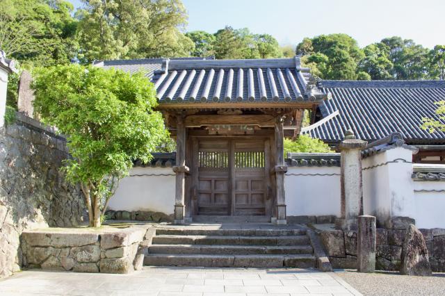 福岡県光明禅寺の山門