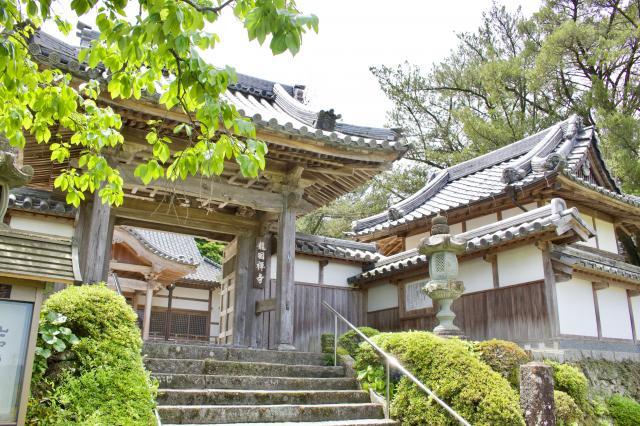 福岡県龍国寺の山門