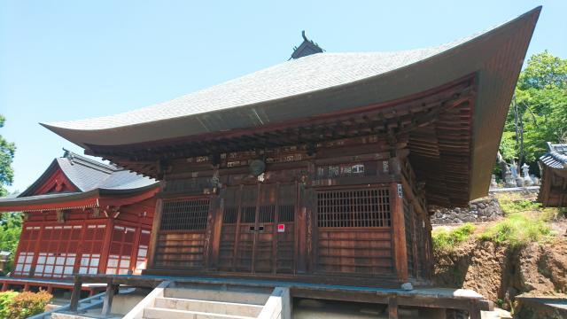 山梨県塩澤寺の本殿