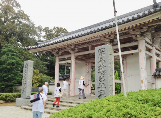 香川県屋島寺(南面山千光院)の山門