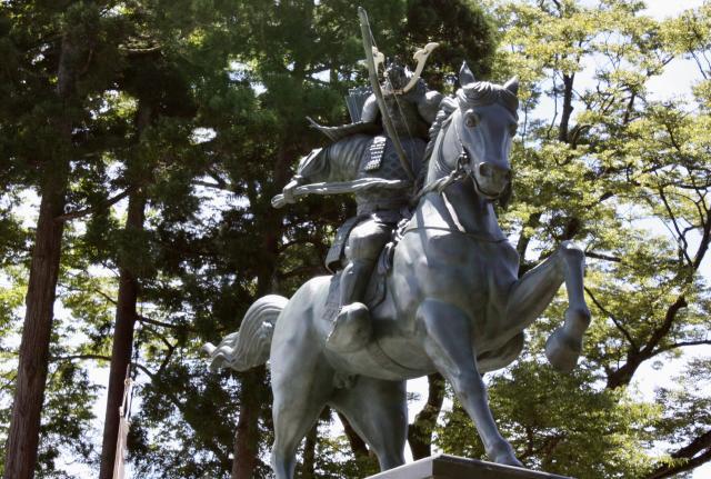 富山県護國八幡宮の像