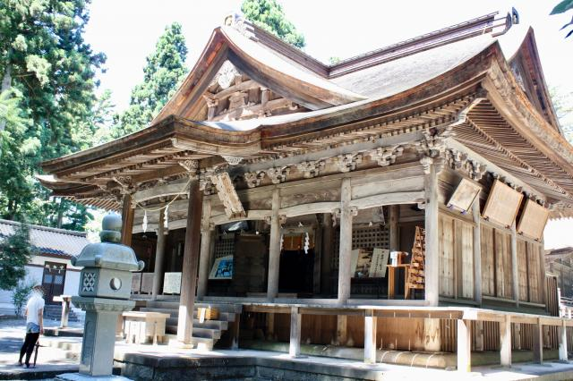 富山県護國八幡宮の本殿