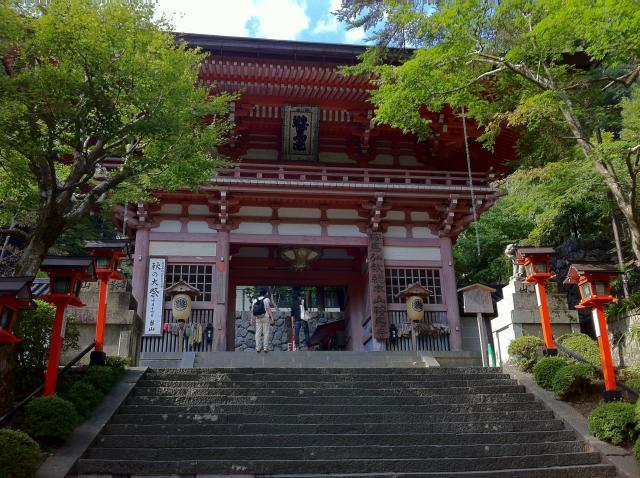 京都府鞍馬寺の山門
