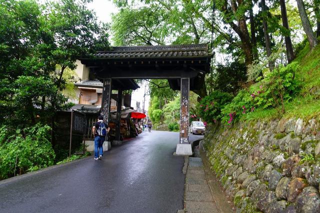 金峯山寺の山門