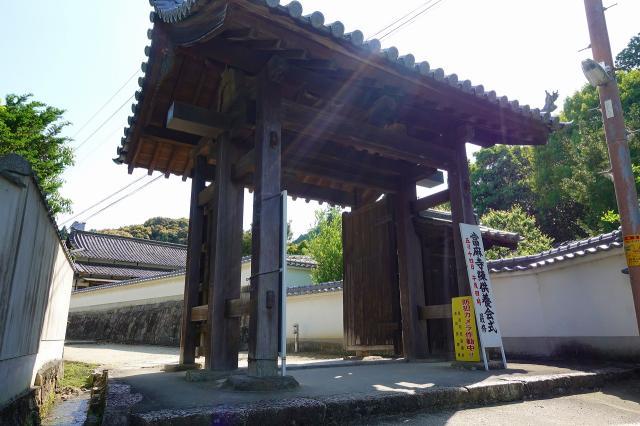 當麻寺の山門