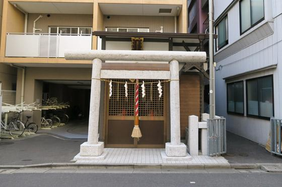 豊潤稲荷神社の鳥居