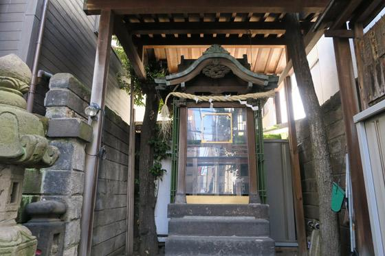 東京都松尾神社の本殿