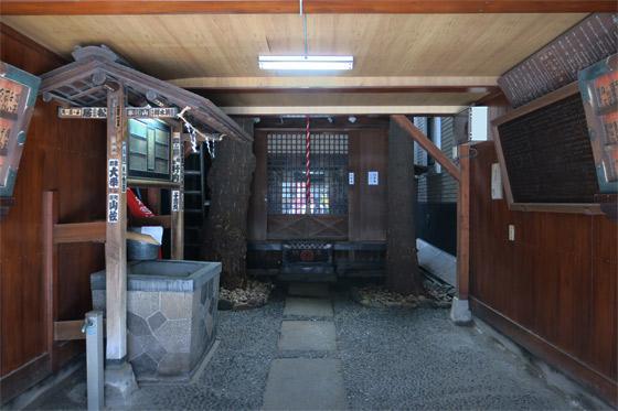 箭弓稲荷神社の本殿