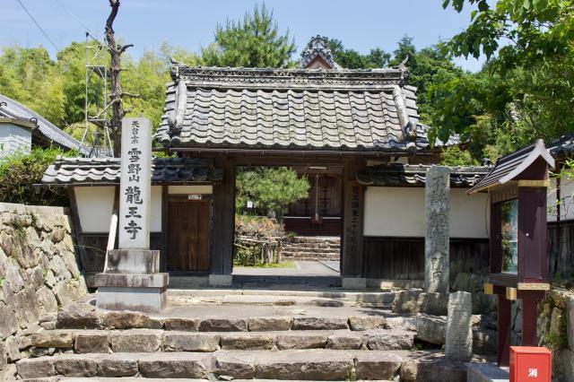 滋賀県龍王寺(雪野寺)の山門