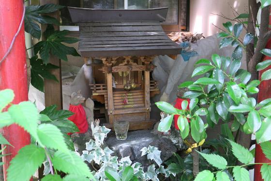 根津神社の近くの神社お寺|福徳妙稲荷大明神