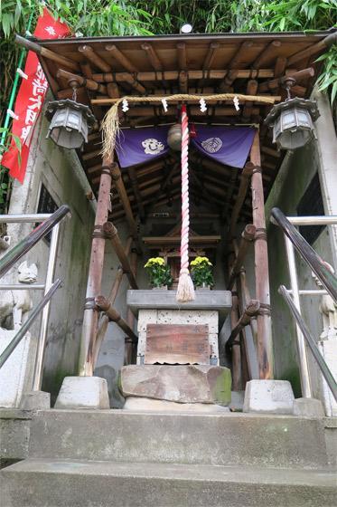 真島稲荷神社の本殿