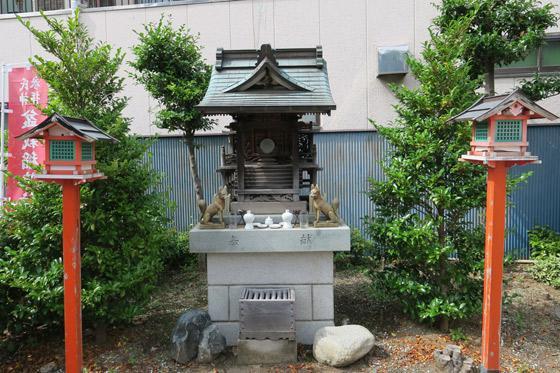 盆栽稲荷神社の本殿