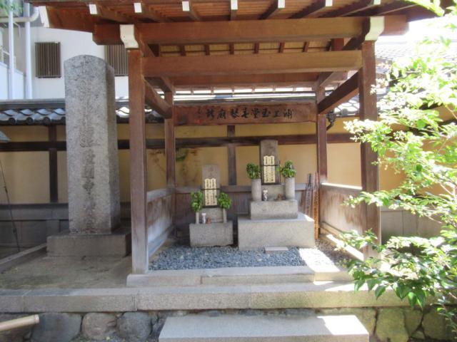 本能寺(京都府京都市役所前駅) - お墓の写真