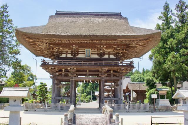 滋賀県苗村神社の山門
