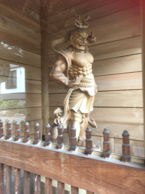 中央寺の像